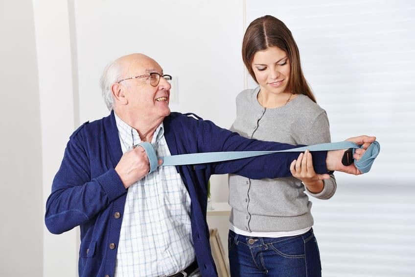 Terapia de estiramiento para anciano