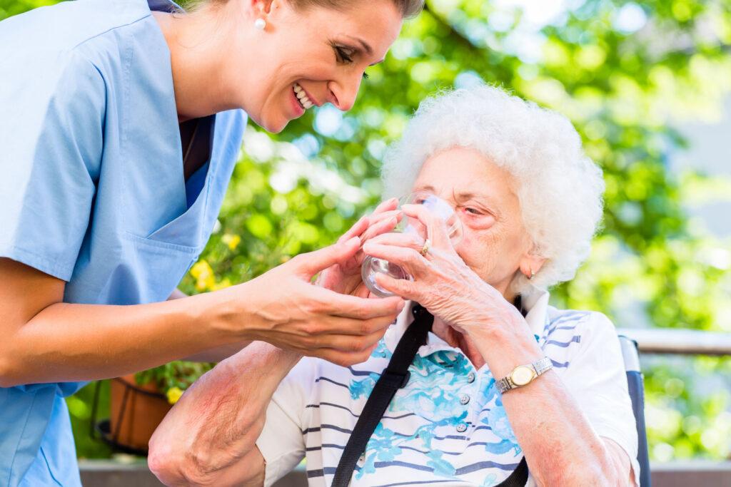 Resultado de imagen para deshidratacion en ancianos